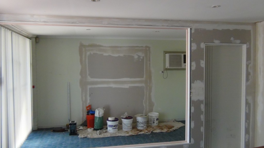 Plaster fixing arch